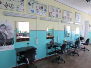 Парикмахерская без посетителей перед открытием