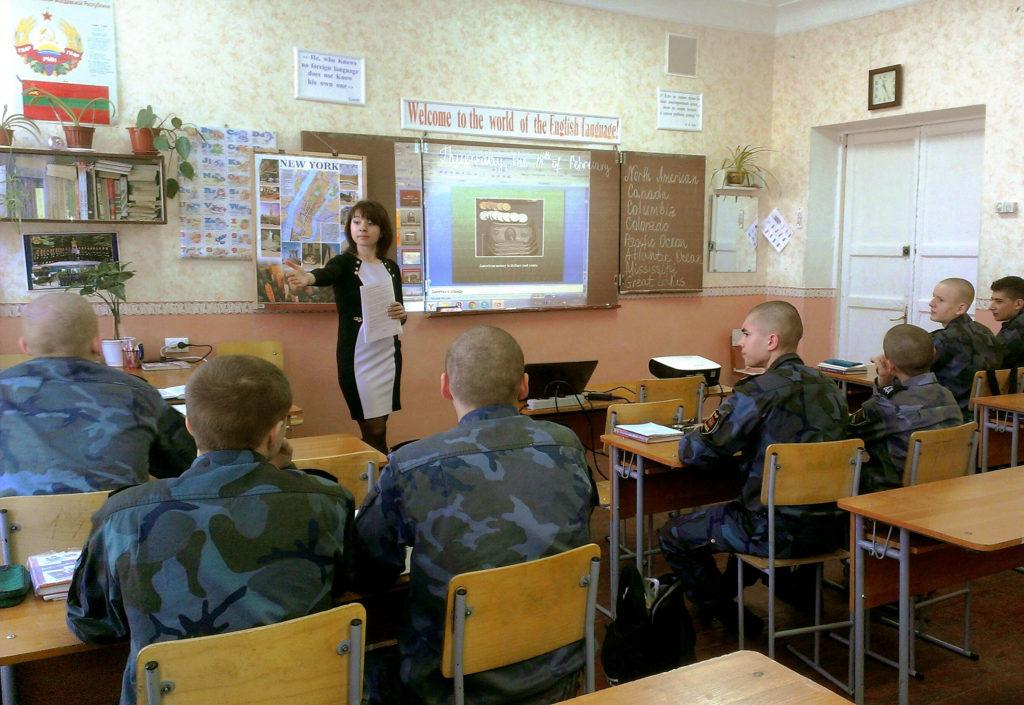 Кадеты в классе обучение